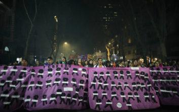 Στους δρόμους κατά της βίας και υπέρ των αμβλώσεων χιλιάδες γυναίκες στην Αργεντινή
