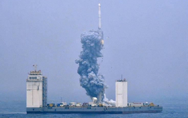 Η Κίνα έστειλε πύραυλο στο διάστημα από πλωτή εξέδρα