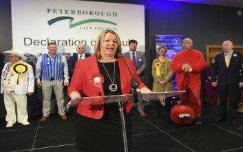 Νέο πολιτικό τοπίο στη Βρετανία μετά τις επαναληπτικές εκλογές στο Πέτερμποροου
