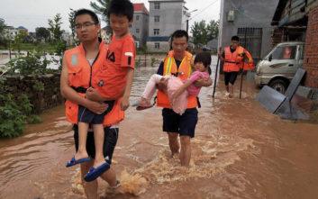 Εκτεταμένες πλημμύρες στην Κίνα, δεκαεννέα νεκροί