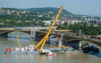 Τέσσερα πτώματα ανασύρθηκαν από το κουφάρι του πλοίου που ναυάγησε στον Δούναβη