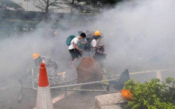 Νέα μεγάλη διαδήλωση την Κυριακή στο Χονγκ Κονγκ, τη Δευτέρα γενική απεργία