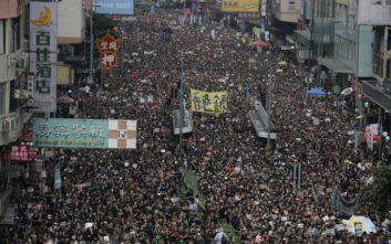 Ογκώδης διαδήλωση στο Χονγκ Κονγκ με αίτημα την παραίτηση της Κάρι Λαμ