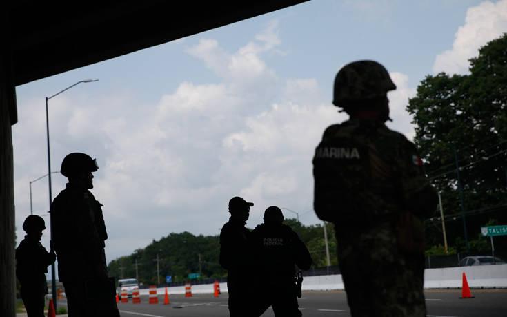 Στρατό και Εθνοφρουρά στα βόρεια σύνορα του ανέπτυξε το Μεξικό