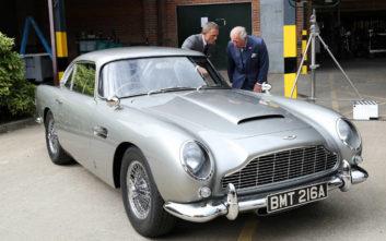 Ο πρίγκιπας Κάρολος στα πλατό του James Bond με τον Ντάνιελ Κρεγκ