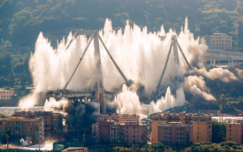 Η εντυπωσιακή κατεδάφιση με εκρηκτικά της φονικής γέφυρας στη Γένοβα