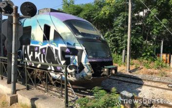 Συρμός του προαστιακού συγκρούστηκε με λεωφορείο στη Λιοσίων