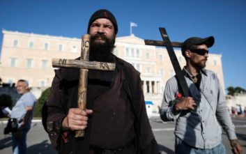 Athens Pride 2019: Και ο πατήρ Κλεομένης στη συγκέντρωση της Αθήνας