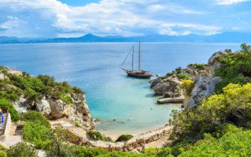 Η μυστική παραλία μία ανάσα από την Αθήνα