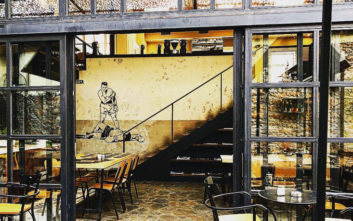 Τέσσερα στέκια που συνδυάζουν ωραίο περιβάλλον και απολαυστικό κρύο καφέ