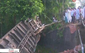 Τέσσερις νεκροί από εκτροχιασμό τρένου στο Μπανγκλαντές