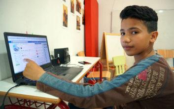 Μαθητής πρόσφυγας 13 ετών διδάσκει ελληνικά μέσω Facebook