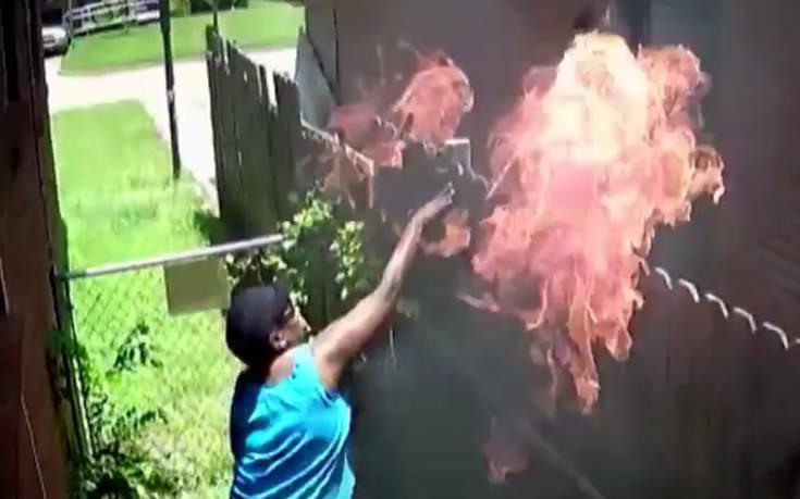 Κάμερα ασφαλείας κατέγραψε γυναίκα να πυροβολεί και να πετά φωτιά στο σπίτι του γείτονα
