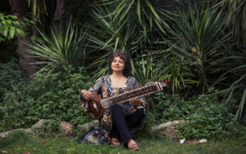 Η Νάνα Σιμόπουλος «μεταμορφώνει» τον Κήπο του Μεγάρου