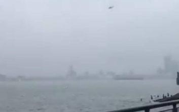 Βίντεο με τη βουτιά του ελικοπτέρου που συνετρίβη σε κτίριο στο Μανχάταν
