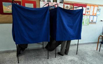 Πήγε να ψηφίσει γιατί του έδωσε η γιαγιά του 50 ευρώ
