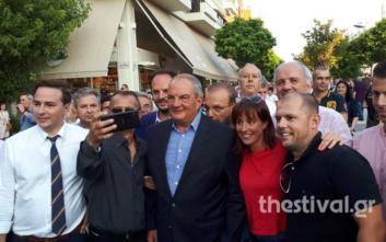 Ο Κώστας Καραμανλής σε εκλογικό περίπτερο του ΣΥΡΙΖΑ: Καλό κουράγιο