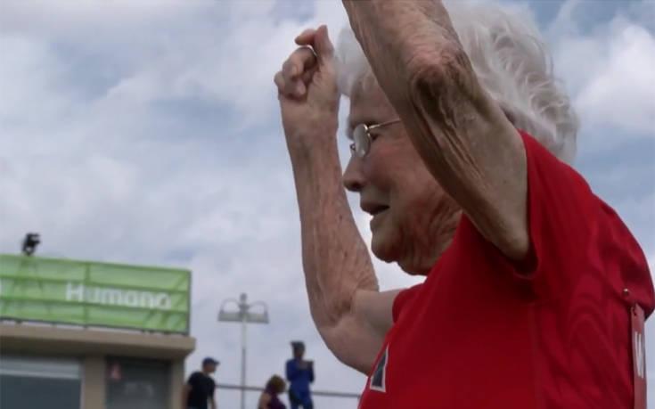 Είναι 103 ετών και κατακτά το στίβο