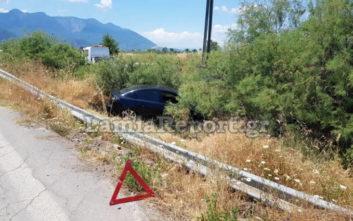 Αυτοκίνητο βγήκε από την πορεία του και κατέληξε στα χωράφια