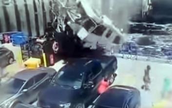 Απίστευτο δυστύχημα, τροχόσπιτο εκτοξεύτηκε από τον δρόμο και προσγειώθηκε σε κατάστρωμα φέρι