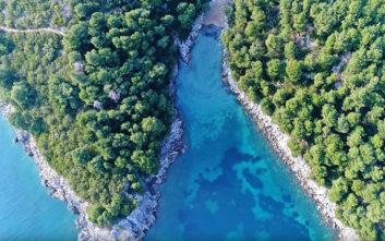 Μια παραλία πραγματικό διαμαντάκι στην Εύβοια