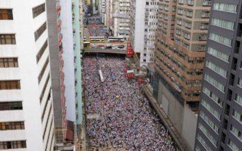 Τεράστια διαδήλωση στο Χονγκ Κονγκ, στους δρόμους μισό εκατομμύριο άνθρωποι