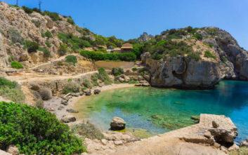 Τέσσερις παραλίες μια ανάσα από την Αθήνα