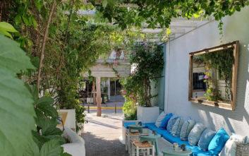 Στέκια στην Αθήνα που θυμίζουν κάτι από νησί