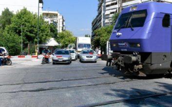 Καθυστερήσεις στα δρομολόγια του προαστιακού μετά τη σύγκρουση με λεωφορείο