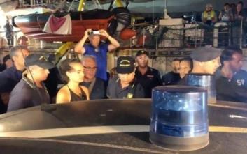 Οι Ιταλοί συνέλαβαν την πλοίαρχο του Sea Watch στη Λαμπεντούζα