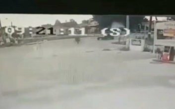 Η στιγμή της σύγκρουσης ποδηλάτη με τρακτέρ στα Τρίκαλα