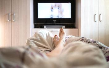 Γιατί οι γυναίκες δεν πρέπει να κοιμούνται με ανοιχτή τηλεόραση ή φώτα