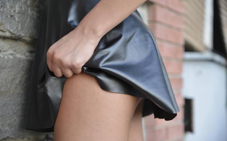 «Μία γυναίκα άνω των 50 για μένα δεν θα έπρεπε να φοράει μίνι»