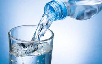 Πόσο νερό πρέπει να πίνουν τα παιδιά