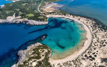 Η ονειρική παραλία της Μεσσηνίας που μοιάζει… τροπική