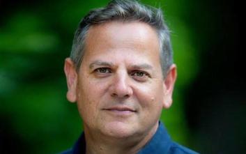 Ομοφυλόφιλος δημοσιογράφος στο τιμόνι αριστερού ισραηλινού κόμματος