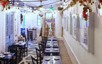 Ελληνικό εστιατόριο στη Νέα Υόρκη μοιάζει με μυκονιάτικο σοκάκι