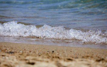 Καταγγελία για ηδονοβλεψία σε τουαλέτα παραλίας στα Χανιά