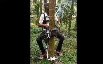 Έφτιαξε πατέντα - ασανσέρ για να ανεβαίνει στα δέντρα