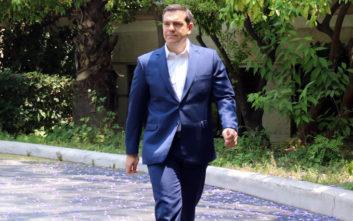 Τσίπρας: Η κυβέρνηση τρώει από τα έτοιμα, σαρώνει το κράτος σαν λάφυρο