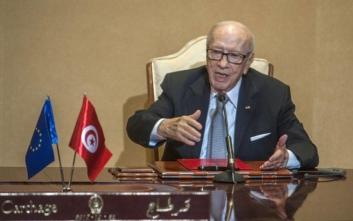Σε «κρίσιμη κατάσταση» στο νοσοκομείο ο πρόεδρος της Τυνησίας