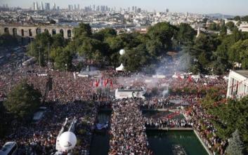 Κωνσταντινούπολη: Χιλιάδες στους δρόμους για την ορκωμοσία του νέου δημάρχου