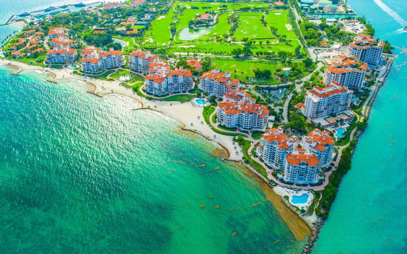 Το τεχνητό νησί στο Μαϊάμι όπου το κατά κεφαλήν εισόδημα είναι 2,2 εκατομμύρια δολάρια
