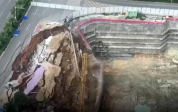 Δρόμος καταρρέει στην Κίνα και εμφανίζεται η... άβυσσος