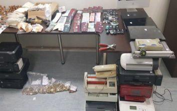 Βρέθηκε εργαστήριο που έφτιαχνε πλαστά έγγραφα στην Ηλιούπολη
