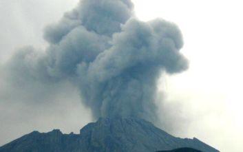 Έκρηξη ηφαιστείου προκαλεί πανικό στην Ινδονησία