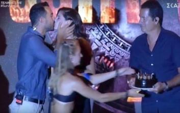 Survivor 3: Το φιλί του Σάκη Τανιμανίδη στην Χριστίνα Μπόμπα στη διάρκεια του τελικού