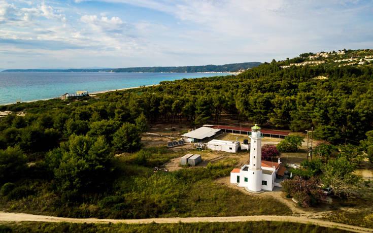 Η ιδιαίτερη και μαγευτική παραλία της Χαλκιδικής – Newsbeast
