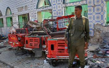 Ισχυρή έκρηξη έξω από ξενοδοχείο σε πόλη της Σομαλίας