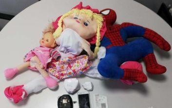 Έκρυψαν την κοκαΐνη μέσα στην κούκλα
